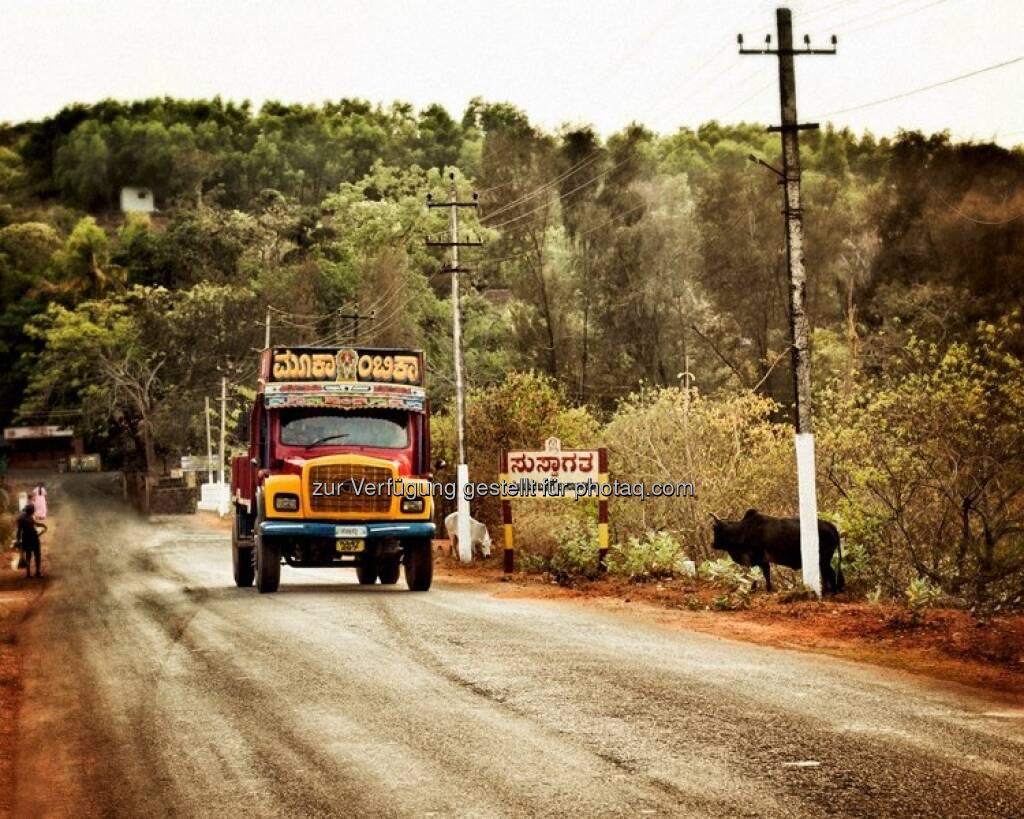 Lastwagen, Landstrasse - Indien by http://www.florap.com  (13.04.2013)