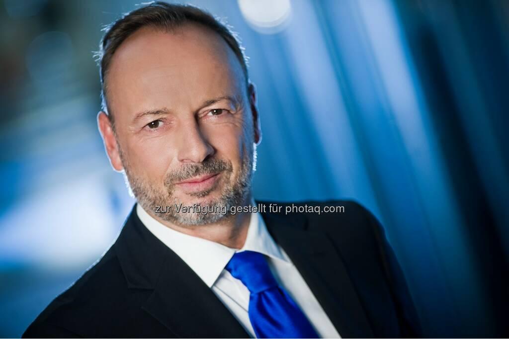 Ralf-Wolfgang Lothert, Head of Corporate Affairs & Communication von JTI Austria : JTI Austria startet als erstes großes Tabakunternehmen mit E-Zigarette Logic Curv in Österreich : Fotocredit: JTI Austria/Andi.Bruckner, © Aussender (22.04.2016)