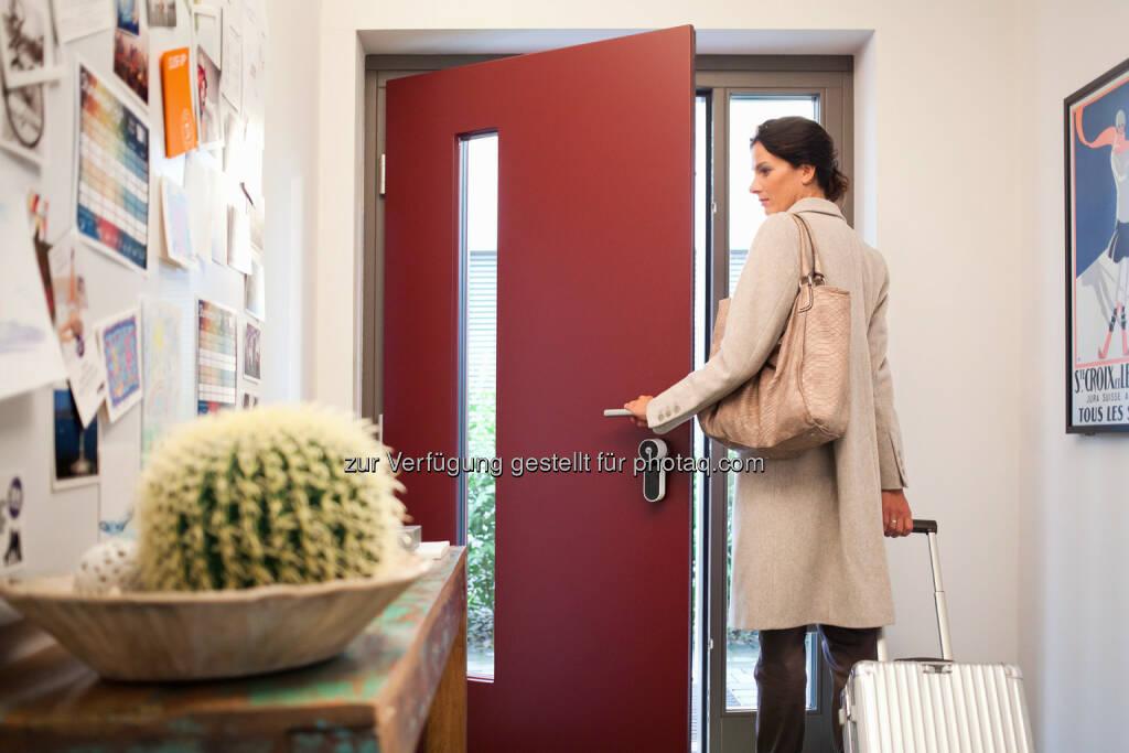 Moderne Zutrittskontrolle für jeden Haushalt : Haustüren intelligent nachrüsten : ENTR® jetzt im Smartstore von RWE : Fotocredit: RWE Effizienz, © Aussender (28.04.2016)