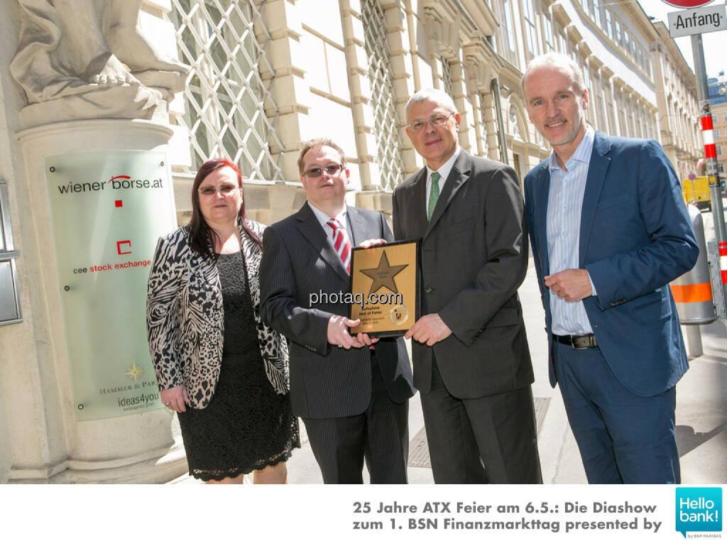 Michael Buhl wird in die Hall of Fame (Class of 2016) des Wiener Kapitalmarkts aufgenommen: Yvette Rosinger, Gregor Rosinger, Michael Buhl, Christian Drastil http://boerse-social.com/hall-of-fame, © Martina Draper/photaq (07.05.2016)