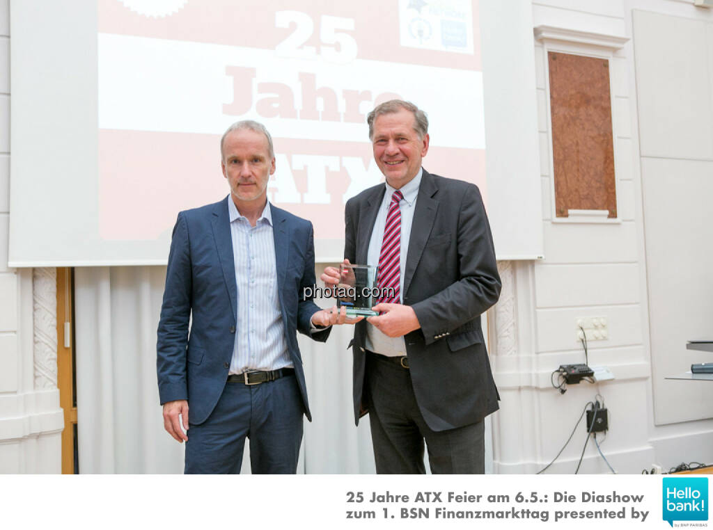 Number One Award 2015: Christian Drastil übergibt an Wilhelm Rasinger, © Martina Draper/photaq (07.05.2016)