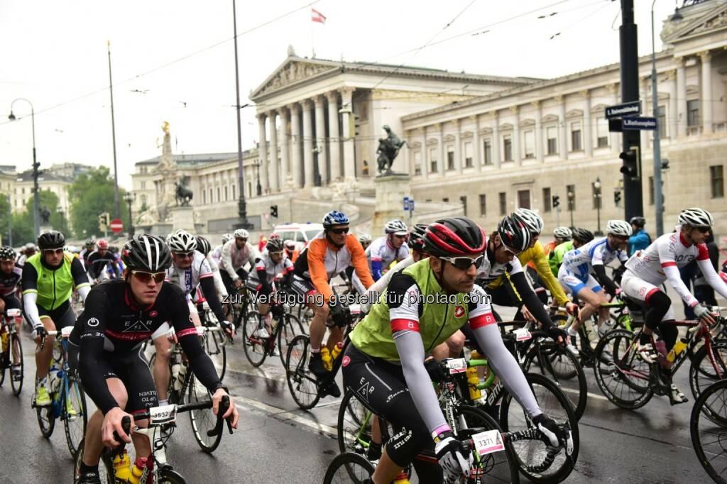 ARBÖ unterstützt Gran Fondo Giro d'Italia Vienna 2016 - Radfahrer, Parlament (Bild: ARBÖ), © Aussendung (11.05.2016)