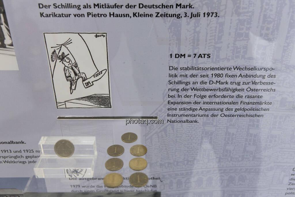 Eine Deutsche Mark Münze, 7 österreichische Schilling-Münzen, © finanzmarktfoto.at/Martina Draper (15.04.2013)