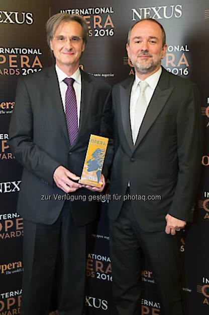 Roland Geyer (Intendant), Thomas Drozda (VBW-Generaldirektor) : Theater an der Wien gewinnt International Opera Award 2016 : Fotocredit: International Opera Award/Jones, © Aussendung (17.05.2016)