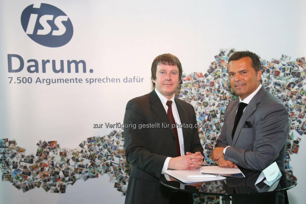 Edwin Schäffer (Österreichischer Integrationsfonds), Erich Steinreiber (Geschäftsführung ISS Österreich) : 60 Jahre ISS Facility Services in Österreich : Fotocredit: ISS/Schedl  , © Aussendung (18.05.2016)