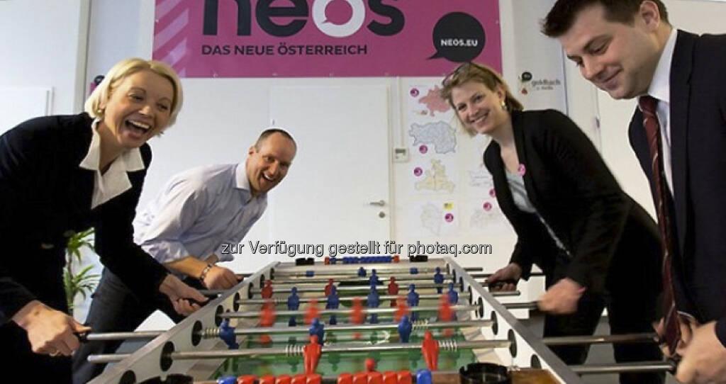 LIF/Neos - Tischfussball mit Frauenpower in den Angriffsreihen: Angelika Mlinar und Beate Meinl-Reisinger (16.04.2013)