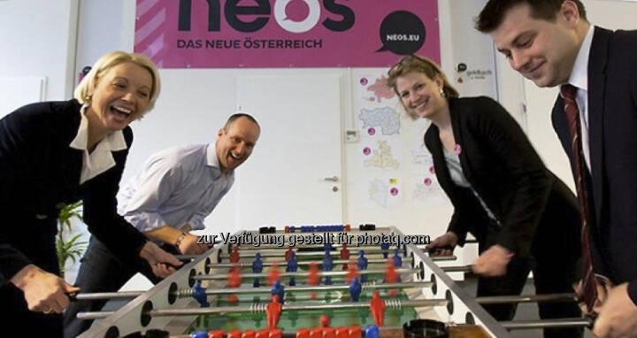 LIF/Neos - Tischfussball mit Frauenpower in den Angriffsreihen: Angelika Mlinar und Beate Meinl-Reisinger