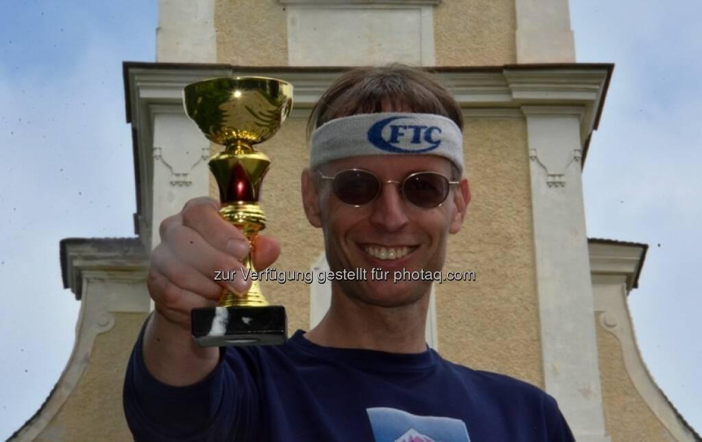 Rolf Majcen : Sieg beim Berglauf von Hollenburg (NÖ) zum Hollenburger Wetterkreuz : Fotocredit: Rolf Majcen, © Aussendung (29.05.2016)