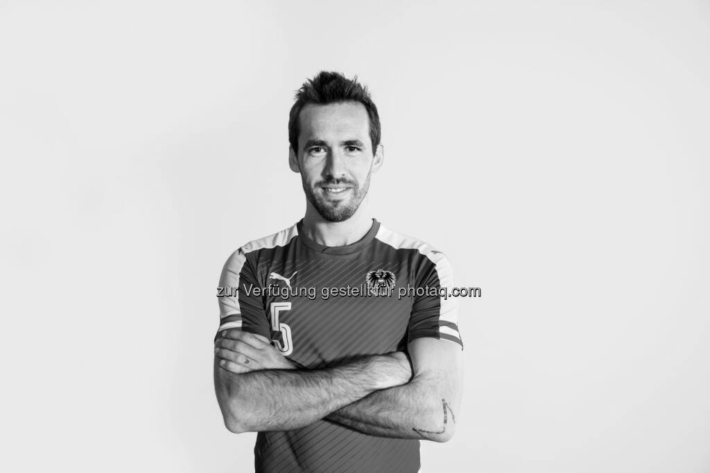 Christian Fuchs (Kapitän ÖFB-Nationalteam) : Autogrammstunde bei T-Mobile : Fotocredit: T-Mobile, © Aussendung (31.05.2016)