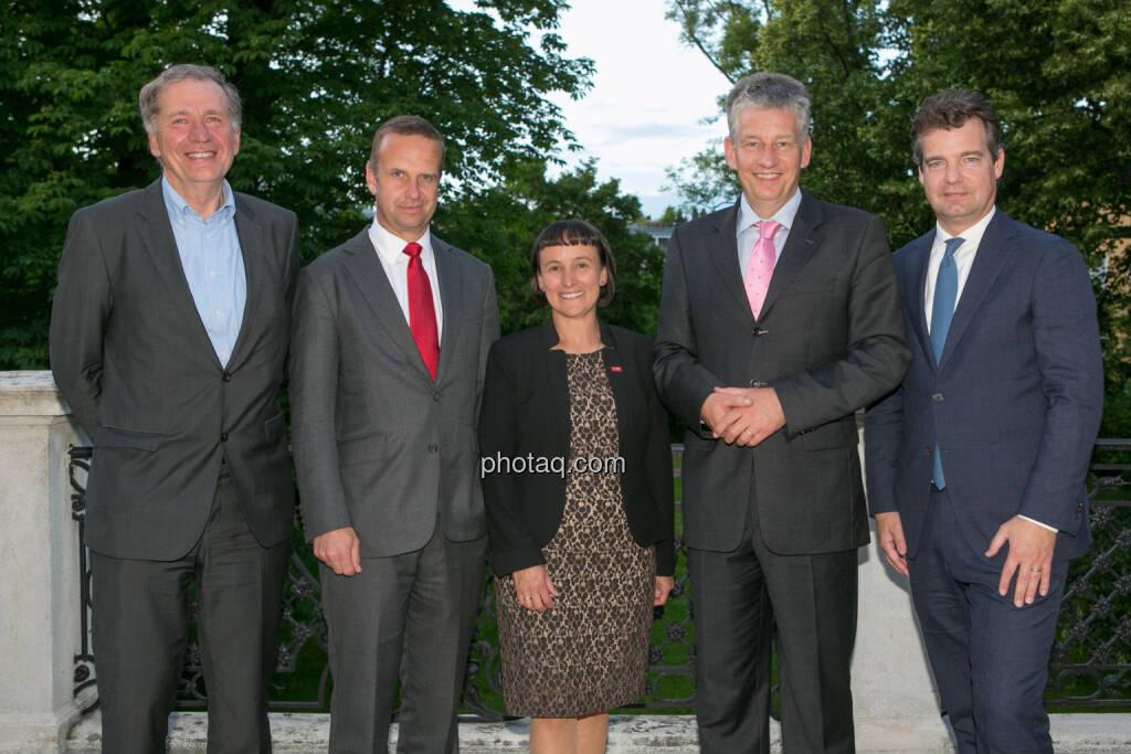 Wilhelm Rasinger (IVA), Holger Lüth (IR Buwog), Andrea Wentscher (IR BASF), Tjark Schütte (IR Deutsche Post DHL), Marc Düngler (DSW), © photaq.com / Martina Draper (3), dazu Handybilder  (02.06.2016)