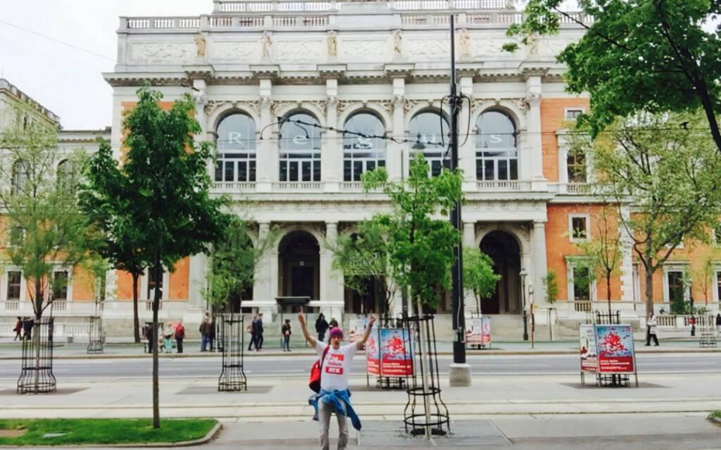 rot-weiss-rot Lauf: Start bei der alten Wiener Börse auf der Ringstrasse (09.06.2016)