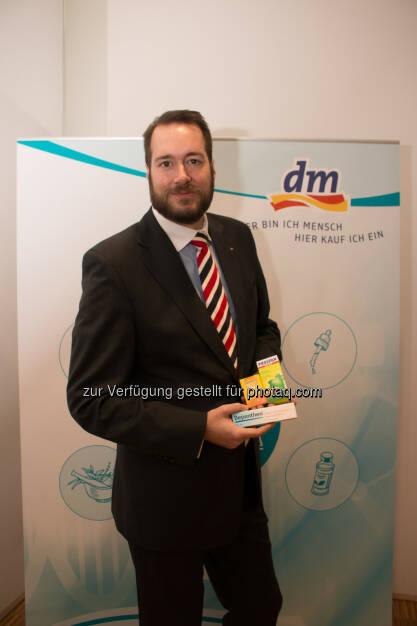 Harald Bauer (GF dm) : VfGH startet Sommer-Session: Nächster Schritt für rezeptfreie Arzneimittel in der Drogerie : Fotocredit: dm/Spychala, © Aussender (10.06.2016)