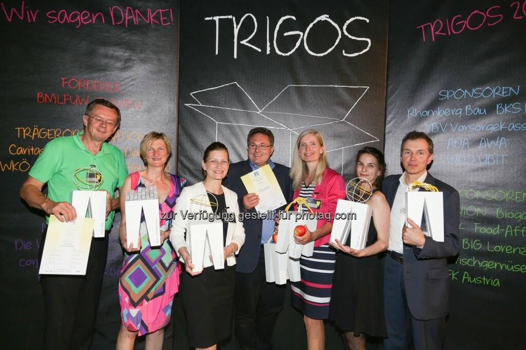 Kuno Haas (Terra Möbel), Gabriele Sonnleitner (magdas Hotel), Isabella Hollerer (Bellaflora), Gerald Pfiffinger (Bird Life), Tanja Dietrich-Hübner (REWE), Agnes Fogt (Makava), Ernst Gugler (gugler) : Gewinner des Trigos 2016, Österreichs Preis für verantwortungsvolles Wirtschaften : Fotocredit: Trigos/APA-Fotoservice/Tanzer, © Aussendung (15.06.2016)