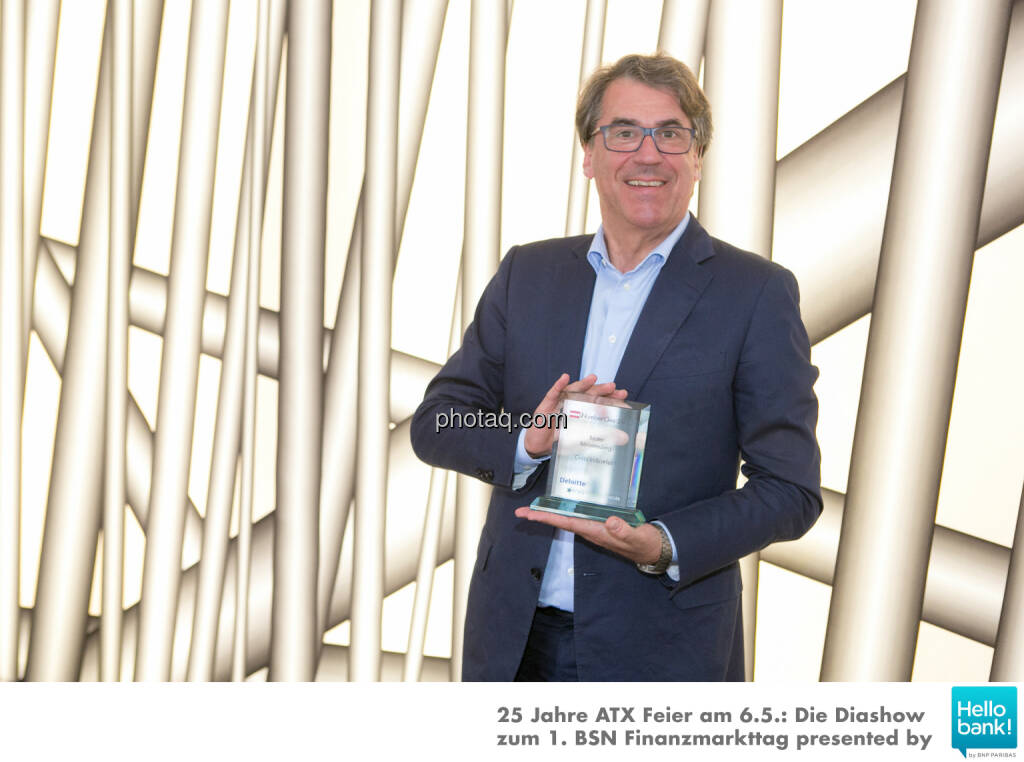 Stefan Pierer (CEO Cross Industries) mit dem Number One Award 2015, © Martina Draper/photaq (16.06.2016)