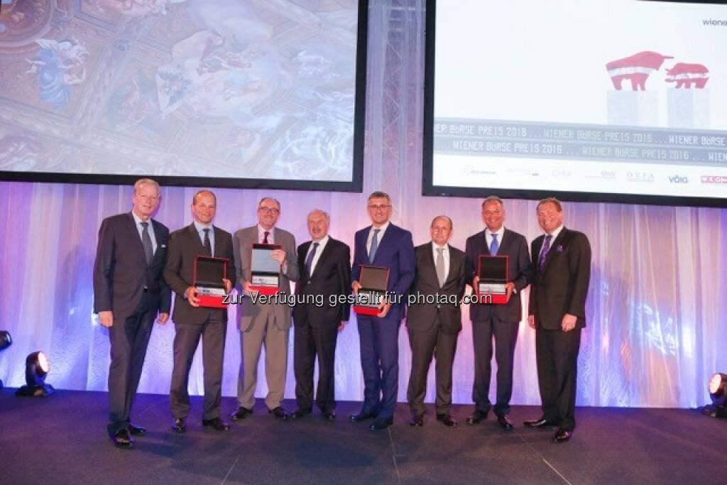 Reinhold Mitterlehner (Vizekanzler), Andreas Gerstenmayer (CEO AT&S), David C. Davies (CFO OMV AG), Ewald Nowotny (OeNB), Robert Ottel (CFO voestalpine AG), Ludwig Nießen (Vorstand Wiener Börse), Heimo Scheuch (CEO Wienerberger AG), Petr Koblic (Vorstand Wiener Börse) : Die erstplatzierten Preisträger des Wiener Börse Preises: Fotocredit: Wiener Börse, © Aussendung (21.06.2016)