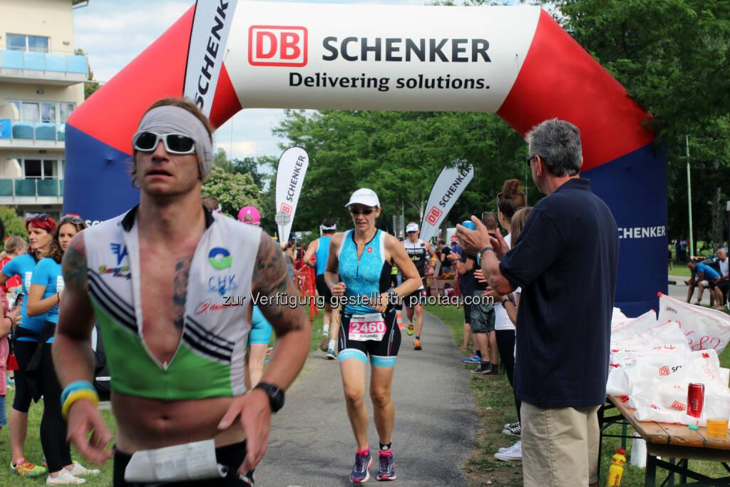 DB Schenker in Österreich: Ironman 2016: 3.000 Sportler setzen auf DB Schenker. Rund 100 Mitarbeiter von DB Schenker aus ganz Österreich unterstützen das Ironman-Team und kümmern sich neben der Verteilung der Ablaufinformationen vor allem um die umfangreiche Versorgung der über 3.000 Sportler. (C) DB Schenker, © Aussendung (23.06.2016)