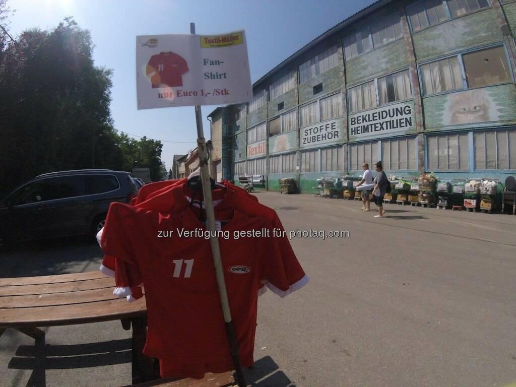 ÖFB-Fanshirt 1 Euro  (c) Thomas Rottenberg, © Thomas Rottenberg (24.06.2016)