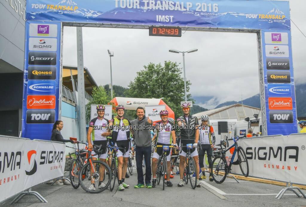 Zwei Teams von Imst Tourismus : Mehr als 900 internationale Rennradler in Imst am Start zur Tour-Transalp 2016 : Fotocredit: Imst Tourismus, © Aussendung (29.06.2016)