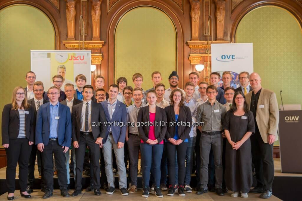 """Veranstalter & Teilnehmer : Schülerwettbewerb """"Invent a Chip"""" – junge Tüftler ausgezeichnet : Fotocredit: JKU/Atzmüller, © Aussendung (01.07.2016)"""
