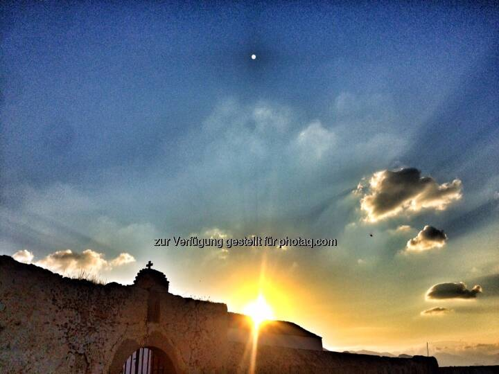 Kirche im Sonnenaufgang