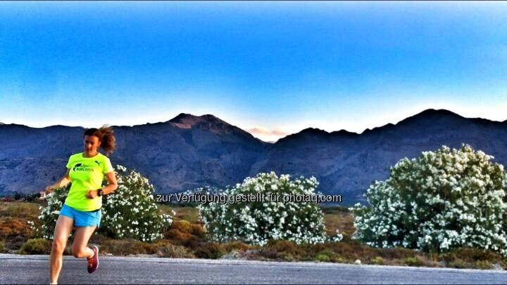 Laufen vor blühendem Oleander