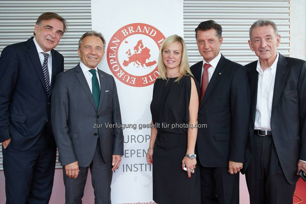 Gerald Ganzger (Rechtsanwalt, Lansky, Ganzger & Partner), Werner Kuhn (Director Business Development, Marketing & Sales SK Rapid Wien), Monika Poeckh-Racek (Vorstandsvorsitzende Admiral Casinos & Entertainment AG, Leiterin CSR Novomatic AG), Gerhard Hrebicek (Herausgeber Österreichische Marken Wert Studie 2016, Vorstand European Brand Institute), Helmut Hanusch (Generalbevollmächtigter Verlagsgruppe News) : European Brand Institute : Präsentation der wertvollsten österreichischen Brand Corporations im Rahmen der 13. Österreichischen Markenwert Studie im News Tower : Fotocredit: European Brand Institute/APA-Fotoservice/Preiss, © Aussendung (06.07.2016)