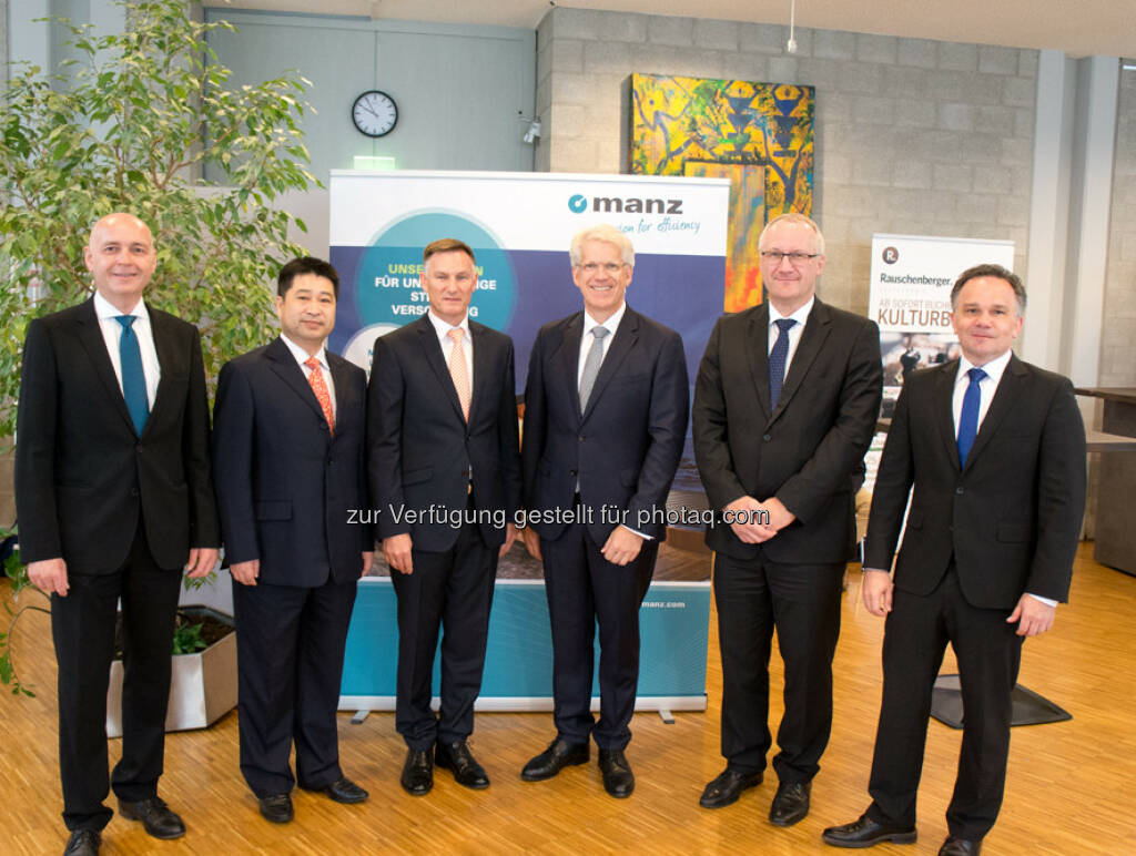Martin Hipp (CFO), Guoxing Yang (Member of Supervisory Board), Heiko Aurenz (Chairman of Supervisory Board), Dieter Manz (CEO), Michael Powalla (Member of Supervisory Board), Martin Drasch (COO) : Manz AG: Representative of anchor shareholder Shanghai Electric appointed to the Supervisory Board : Fotocredit: Manz AG, © Aussender (12.07.2016)