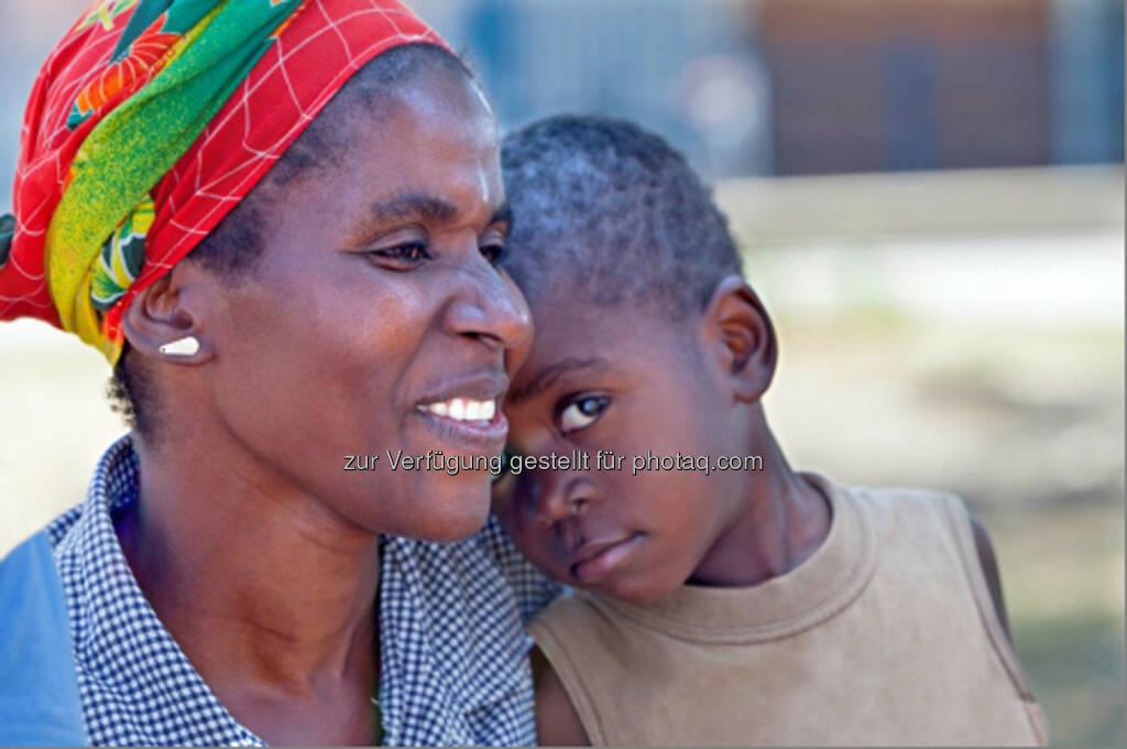 Mutter mit Kind, Selbstmedikation: Bayer und White Ribbon Alliance sprechen politische Empfehlungen aus und unterstützen Programme zum Schutz der Gesundheit von Müttern, Säuglingen und Kindern : Fotocredit: Bayer AG, © Aussender (19.07.2016)