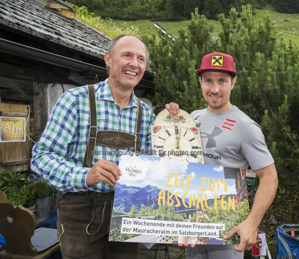 Leo Bauernberger (GF SalzburgerLand Tourismus GmbH), Marcel Hirscher (Skistar) : Medientag auf der Stuhlalm : Fotocredit: SalzburgerLand Tourismus/Neumayr/Leo, © Aussendung (22.07.2016)