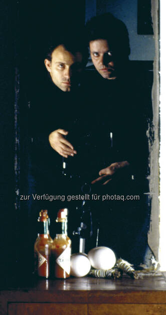 Clegg & Guttmann, Self Portrait with a still life, 1986 : MAK Art Salon #01 : Clegg & Guttmann. Biedermeier reanimiert : Fotocredit: Courtesy Georg Kargl Fine Arts, Vienna, and the artists, © Aussendung (27.07.2016)
