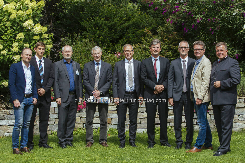 Direktor Werner Bogendorfer (VAEB), Marco Schweitzer (UMIT), Günter Schreier (AIT), Gerhard Pölzl (Tirol Kliniken), Helmut Leopold (AIT), Univ.-Werner Leodolter (KAGes), Kurt Völkl (VAEB), Landesrat Steiermark Christopher Drexler, Landesrat Tirol Bernhard Tilg: AIT Austrian Institute of Technology GmbH: Digital Healthcare – innovative Telemedizin im Dienste des Patienten (C) AIT/Maria Noisternig, © Aussender (23.08.2016)