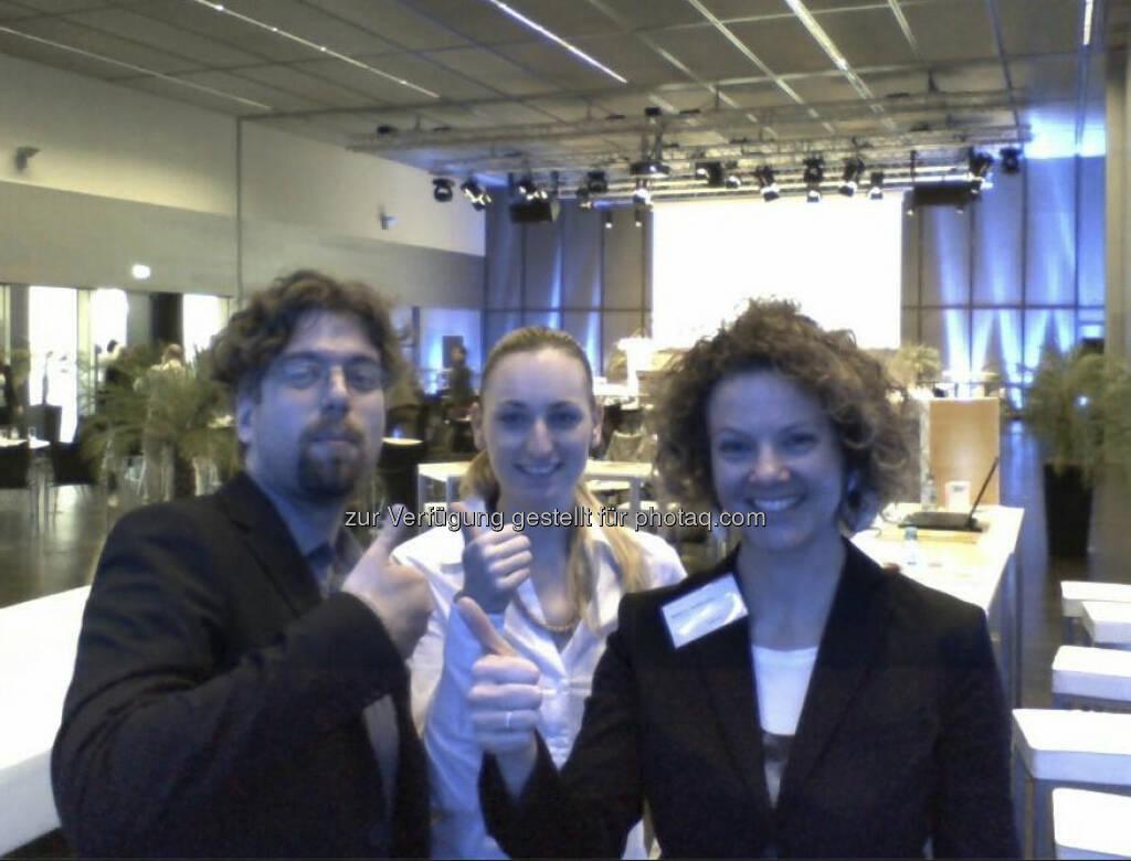 voestalpine Onliner-Day mit Sabine Hoffmann von ambuzzador (li). Das ambuzzador blogging program gibt es unter http://bit.ly/12HqzM3 (24.04.2013)