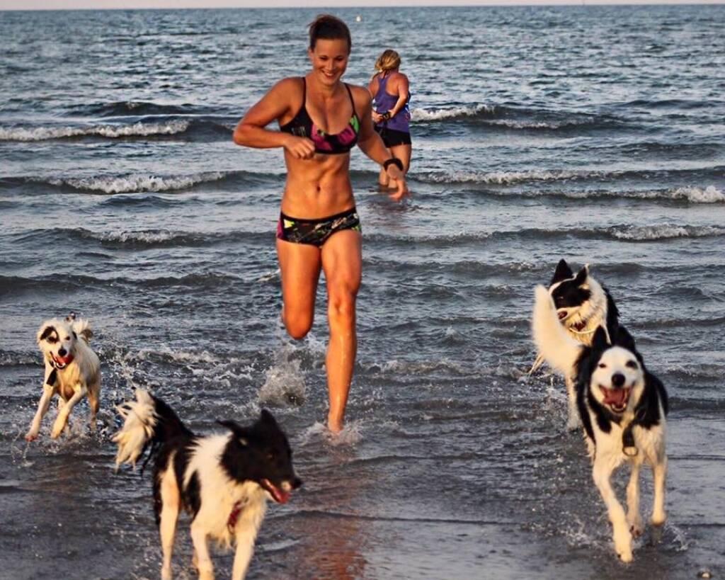 Tanja Stroschneider, laufen, Wasser, Hund, © Tanja Stroschneider (06.09.2016)