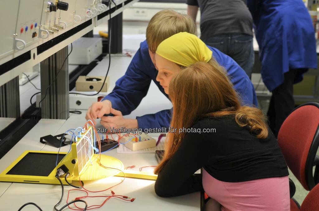 Ausgebuchter Töchtertag bei Siemens: Schülerinnen planen Windpark und schnuppern in technische Jobs (c) Siemens Austria (25.04.2013)