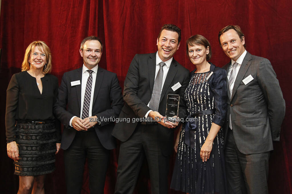 Claudia Schieblon (PMN); Stephan Leimbach (Sponsor, JLL); Roland Marko (Partner Wolf Theiss); Andrea Miskolczi (Chief Business Development & Marketing Officer, Wolf Theiss); Claus Schneider (Partner Wolf Theiss) : Wolf Theiss belegt bei den PMN Management Awards zwei zweite Plätze : Fotocredit: PMN, © Aussendung (22.09.2016)