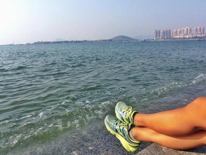 Monika Kalbacher, Beine, Meer, Füße, China