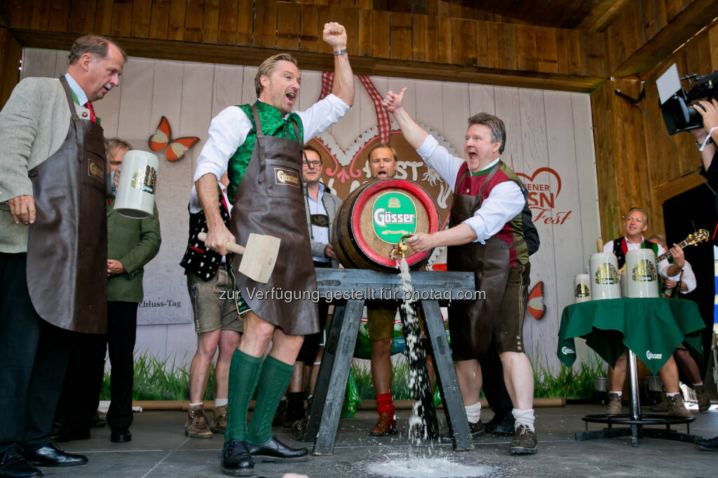 Markus Liebl (Brau Union Österreich Generaldirektor), Hans Knauß (ehem. Skirennläufer), Michael Ludwig (Wohnbaustadtrat) : Bieranstich Gösser am sechsten Wiener Wiesn-Fest : Fotocredit: Wiener Wiesn-Fest/Harald Klemm (23.09.2016)