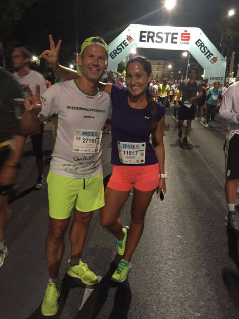 Monika Kalbacher beim erste bank vienna night run 2016 mit Andreas Schweighofer von den Wienerwaldschnecken (28.09.2016)