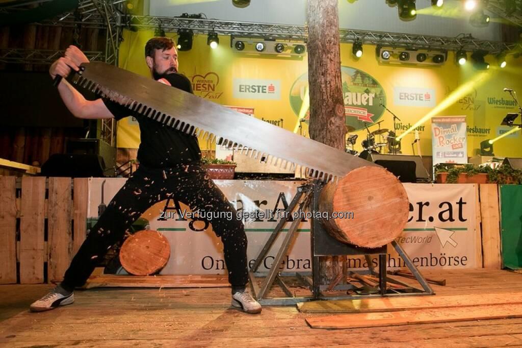 Josef Laier (Vizemeister der diesjährigen Stihl Timbersports Series) : Stihl Timbersports® eröffnete die Nacht der Landwirtschaft im Rahmen der Wiener Wiesn : Fotocredit: Harald Klemm, © Aussendung (30.09.2016)