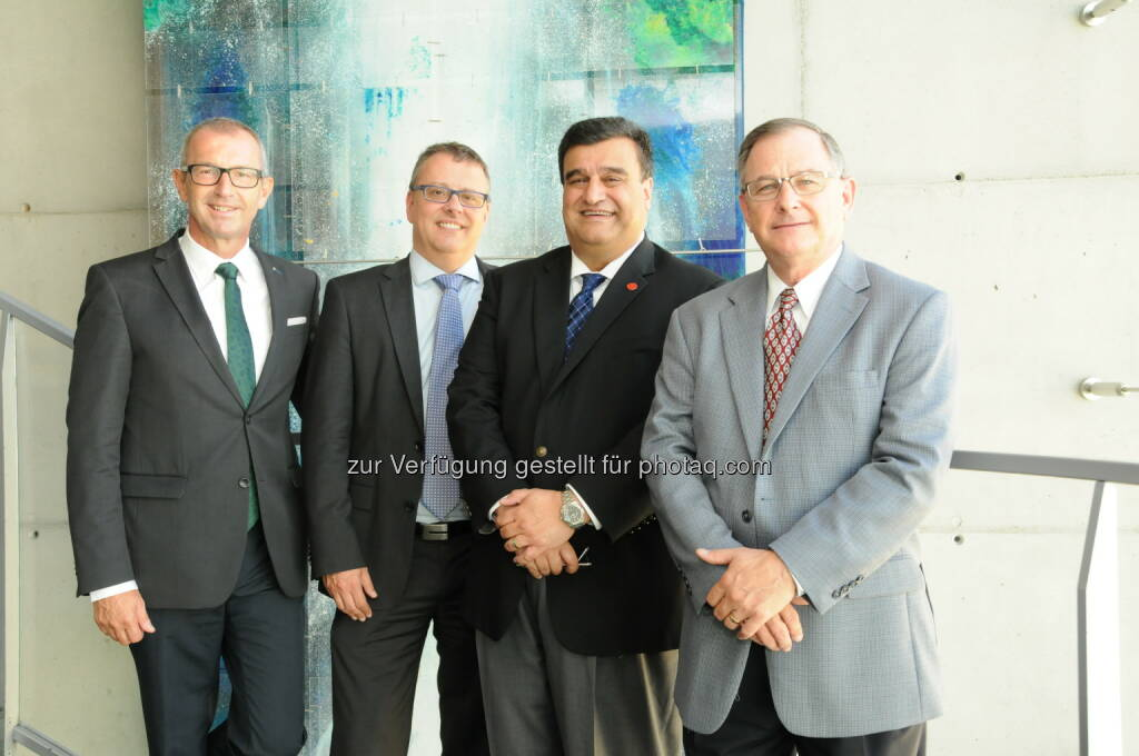 Andreas Altmann (MCI-Rektor), Thomas Cleff (Hochschule Pforzheim, Deutschland), Frank Ghannadian (University of Tampa, USA), Terry Manness (Baylor University, USA) : Management Center Innsbruck/MCI erhält weltweite Akkreditierung als Top Business School : Fotocredit: MCI, © Aussendung (19.10.2016)
