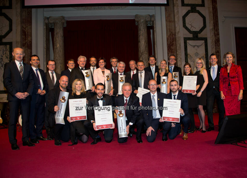 Hermes - Gruppenfoto Sieger : Hermes.Wirtschafts.Preis – Österreichs beste Unternehmer in der Hofburg ausgezeichnet : Fotocredit: Kurier/Felicitas Matern, © Aussendung (25.10.2016)