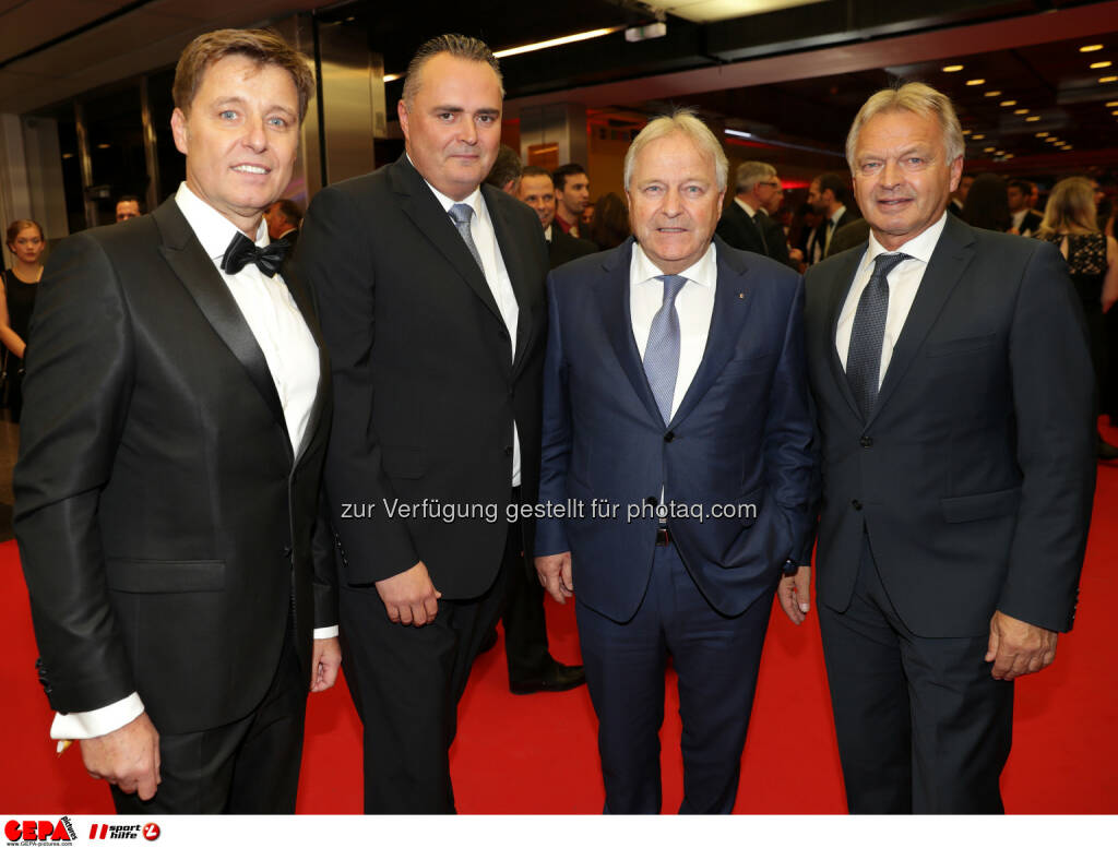Managing director Harald Bauer (Sporthilfe), minister of defense and sports Hans Peter Doskozil, president Leo Windtner (OEFB) and Hans Pum (OESV) Photo: GEPA pictures/ Walter Luger (28.10.2016)