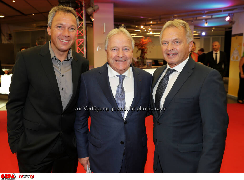 Fritz Strobl, president Leo Windtner (OEFB) and Hans Pum (OESV) Photo: GEPA pictures/ Walter Luger (28.10.2016)