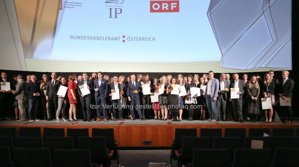 Abschlussfoto Effie Gala 2016, Bereits zum 32. Mal wurden die effizientesten Kampagnen mit einem der begehrten  Effie-Awards des Austrian Chapters der International Advertising Association (IAA) im Rahmen der Effie Award-Gala ausgezeichnet. (Bild: Katharina Schiffl), © Aussendung (09.11.2016)