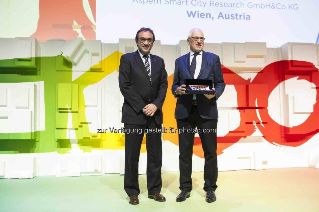 Josep Rull, Katalonischer Minister für Landschaft und Nachhaltigkeit, Reinhard Brehmer, Geschäftsführer Aspern Smart City Research  - Aspern Smart City Research Gmbh & Co KG (ASCR): Projekt aus Wien gewinnt World Smart City Award (Foto: Fira de Barcelona), © Aussendung (18.11.2016)