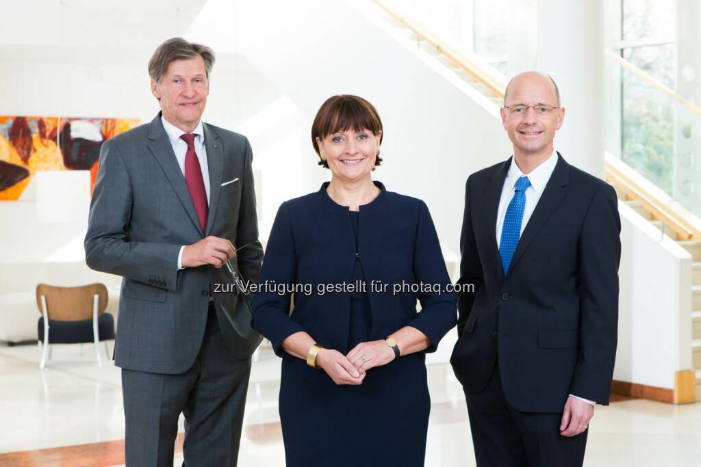 Die Vorstandsmitglieder der BKS Bank Dieter Kraßnitzer, Herta Stockbauer (Vorsitzende) und Wolfgang Mandl freuen sich über drittbestes Periodenergebnis der Unternehmensgeschichte (Foto: Gernot Gleiss)  (25.11.2016)