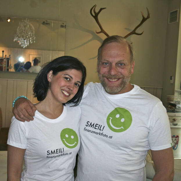 Geweih Smeil! Naomi Fiby und Heinz Karasek aus der Serie http://finanzmarktfoto.at/page/index/444 (06.05.2013)