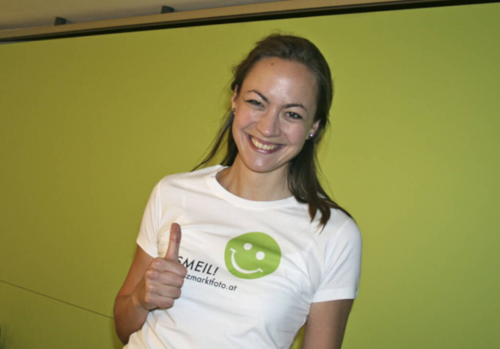 Aktienforum Smeil: Ulrike Haidenthaller aus der Serie http://finanzmarktfoto.at/page/index/444 (06.05.2013)