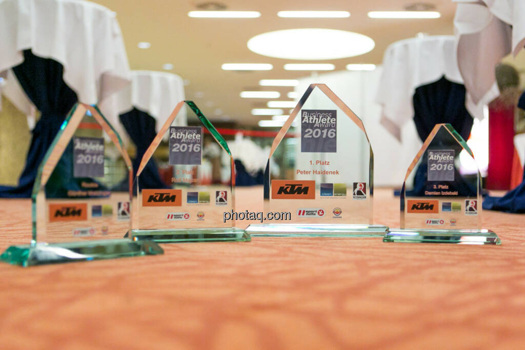 Business Athlete Award 2016, Pokale, © Martina Draper/photaq (06.12.2016)