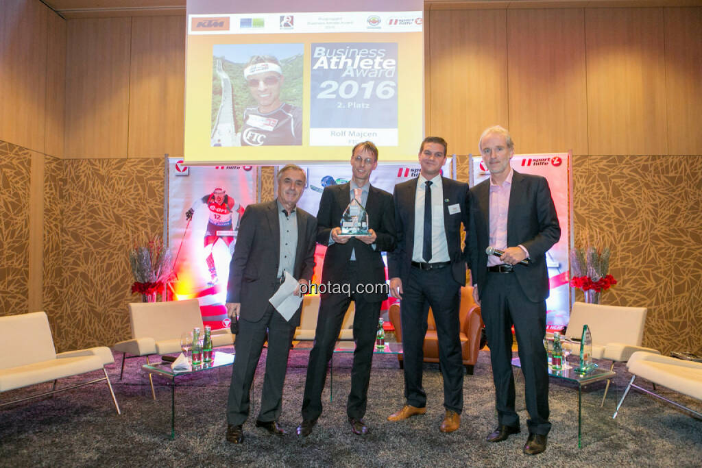 Hans Huber, Rolf Majcen (FTC, 2. Platz Business Athlete Award 2016), Lukas Scherzenlehner (Cleen Energy), Christian Drastil (BSN), © Martina Draper/photaq (06.12.2016)